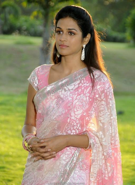 shraddha das saree actress pics