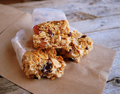 ... chewy chocolate chip granola bar recipe from Alana Elliott of Nonuttin
