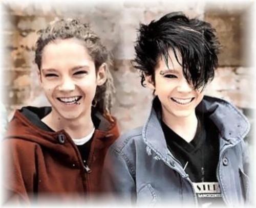 http://4.bp.blogspot.com/_ZGm5_KHO0Bg/THY7oZvycsI/AAAAAAAAAP8/-lQMIUGXwJA/s1600/twins.jpg