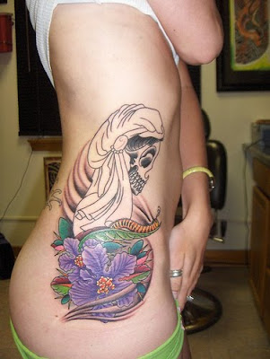 skull tattoo, sexy sidepiece tattoo, rib girls tattoo