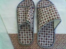 Contoh Souvenir Kami : Sandal Kamar dari Batik