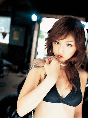 Yuko Ogura biniki