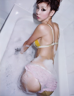 Aki Hoshino bathroom photo shoot