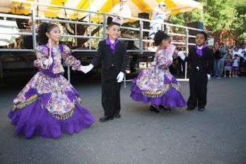 Haz clip en la foto: Fiestas Patronales y Tusuykusun en la Iglesia Santa María de New Britain.