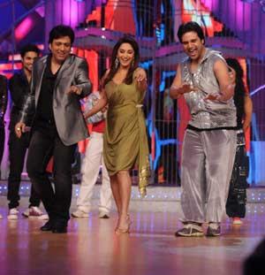 Madhuri, Govinda groove again to 'Makhna'