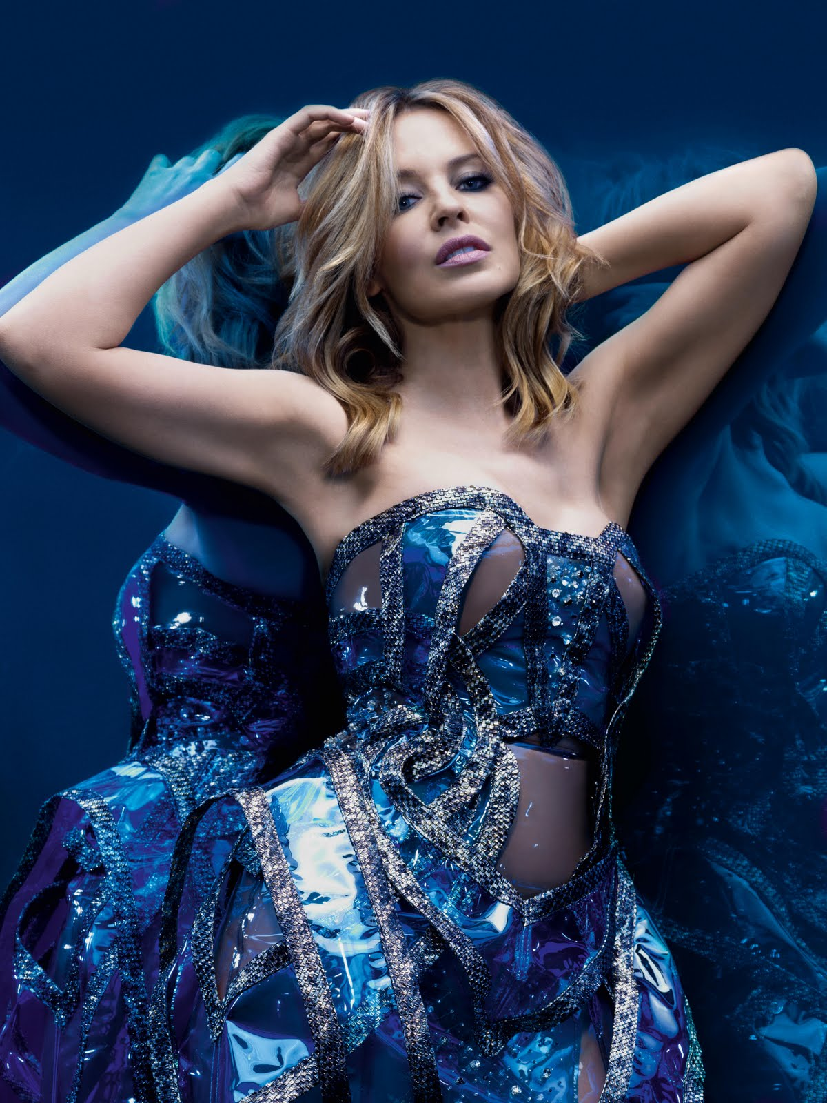 http://4.bp.blogspot.com/_ZRj5nlc3sp8/TCR0vKkpM1I/AAAAAAAAJak/KTs-AyVVho8/s1600/Kylie+Minogue+Aphrodite+Music+Album+Pics+8.jpg