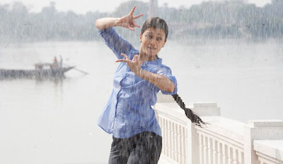 Aishwarya Rai Hot Photos in Movie Ravana 01