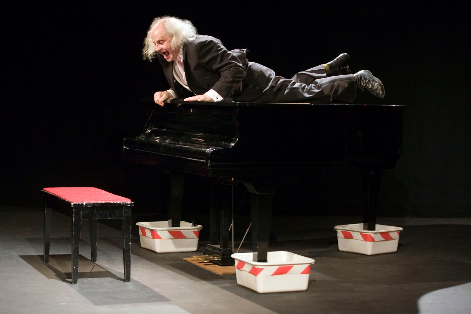 A bride abattue les douze pianos d 39 hercule et de jean paul far - Mot commencant par cy ...