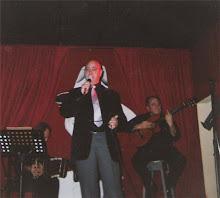 No es Luca cantando en la orquesta de Troilo.