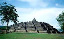 BOROBUDUR - candi Budha terluas di Indonesia