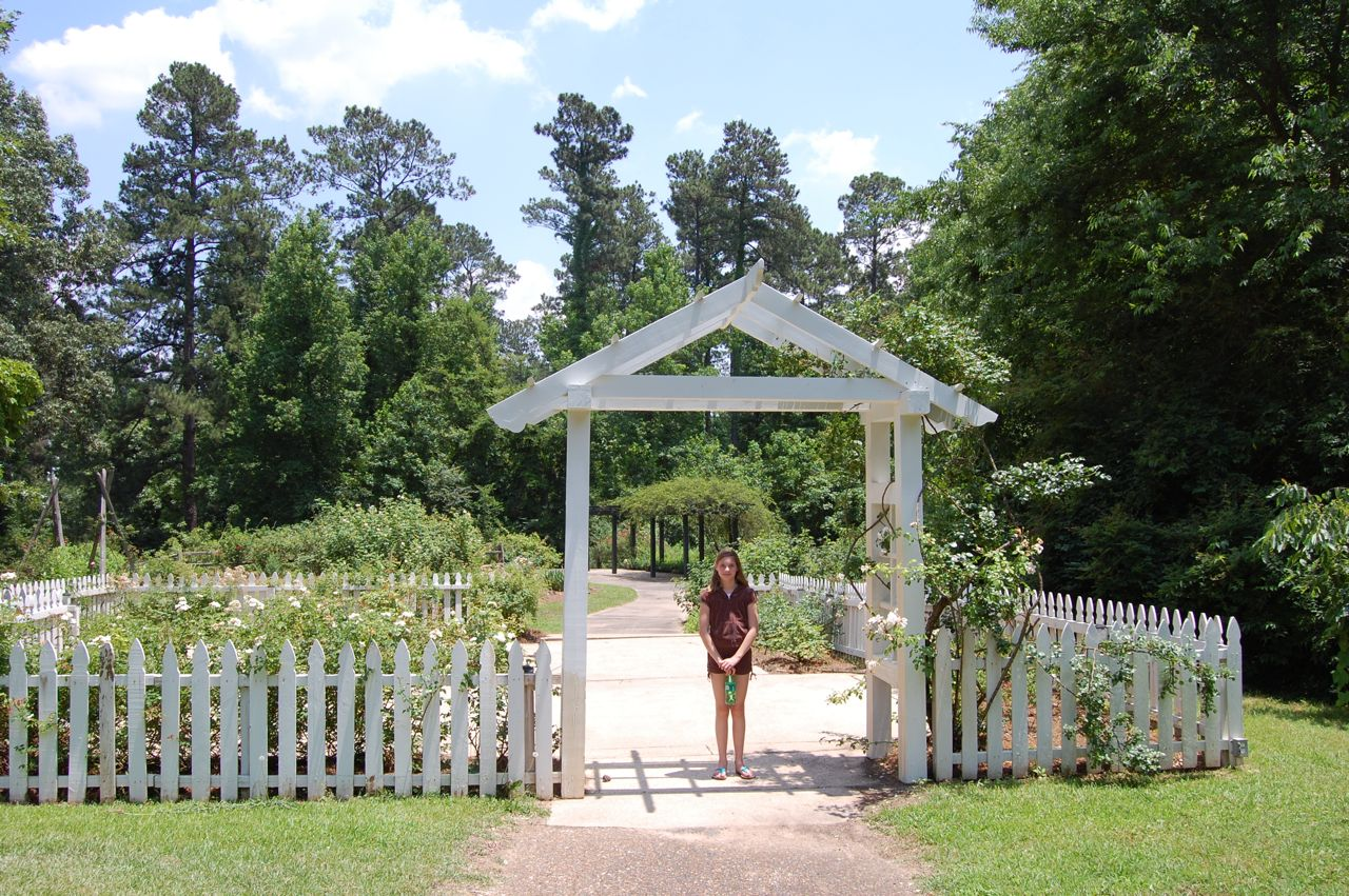 my visit to a rose garden Faq guest considerations on your left you will enter the pathway just after the white picket fence to visit the vegetable garden and butterfly garden after your tour, walk due west to the rose garden and enjoy one of florida's largest formal rose gardens.