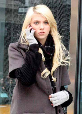 Times Square Gossip: TAYLOR MOMSEN NEEDS SOME FASHION HELP Taylor Momsen Fired