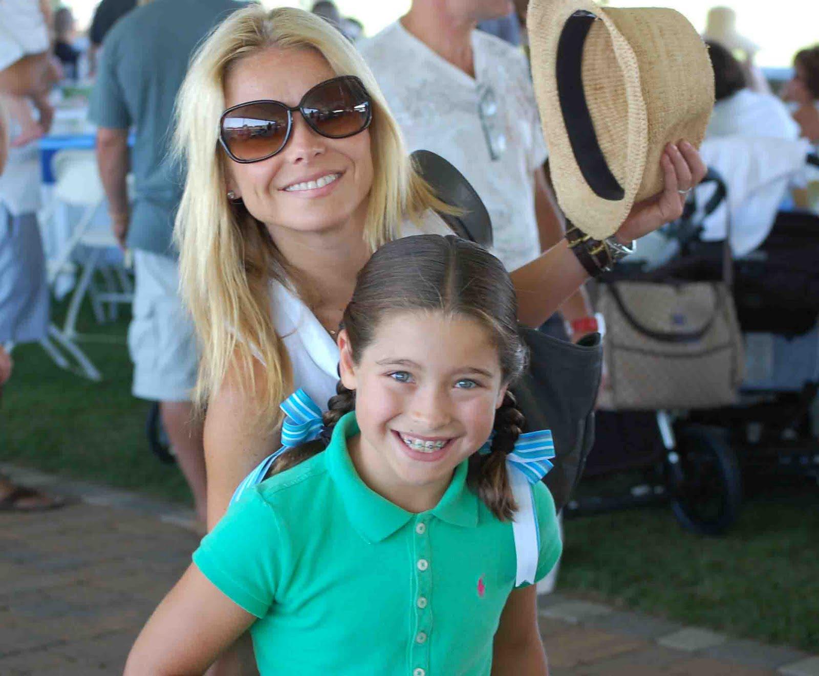 Kelly Ripas Daughter Lola Grace Consuelos Newhairstylesformen2014 Com