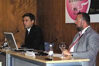 De izda a dcha: David Moreno y el moderador Juan Antonio de Heras, presidente de la Asociación de Prensa de Murcia. Pincha en la imagen para ver más fotos de SICARM