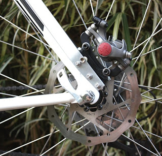 Adaptação para freio a disco traseiro na Trek 820, detalhe