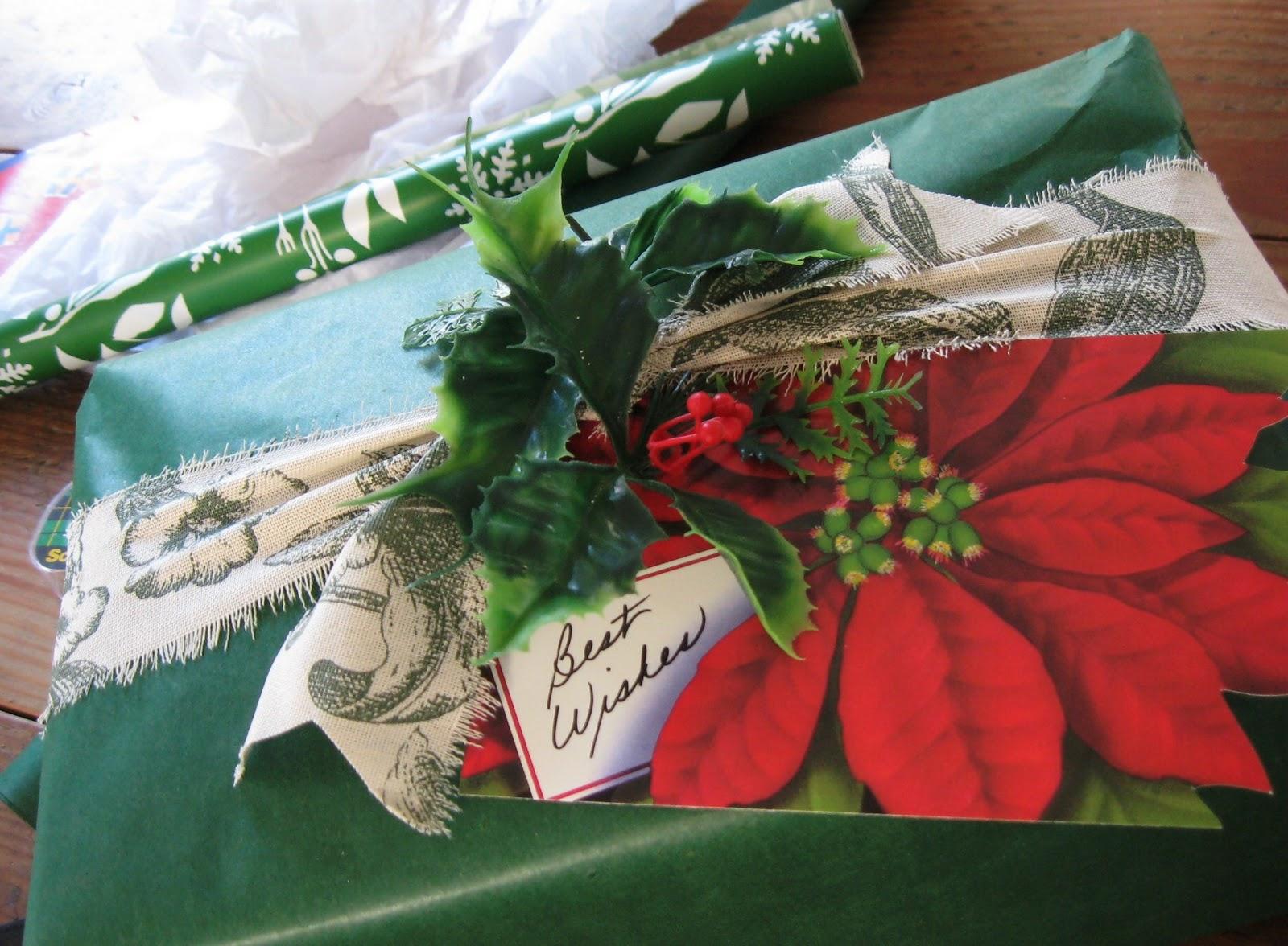 http://4.bp.blogspot.com/_Z_J8lxwvGV8/TQvtXj9SuII/AAAAAAAABMk/GvZiE4CUN2g/s1600/christmas+12-17+present.jpg