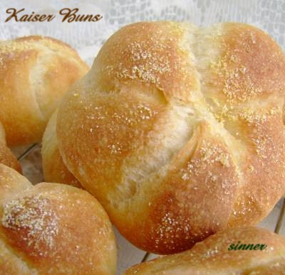 kaiser roll by knot shaping