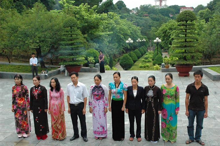 Viếng nghĩa trang liệt sỹ Nhà tù Sơn La