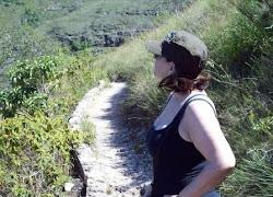 Lucinda na Cachoeira do Tabuleiro