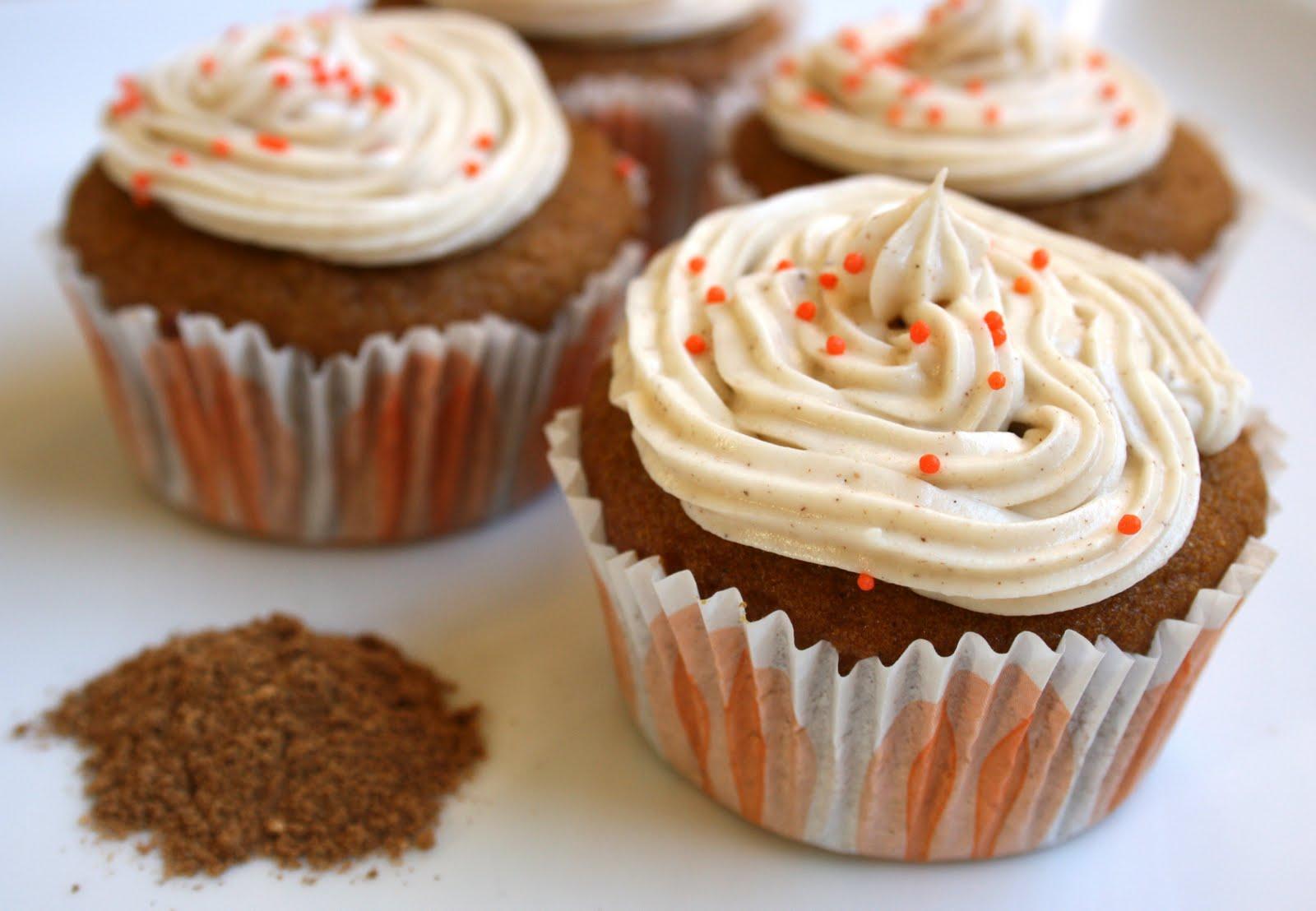 stephmodo: {Best Ever} Pumpkin Cupcakes + Spiced Cream ...