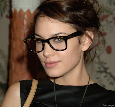 Gorgeous Celebrities in Spectacles Seen On  www.coolpicturegallery.us