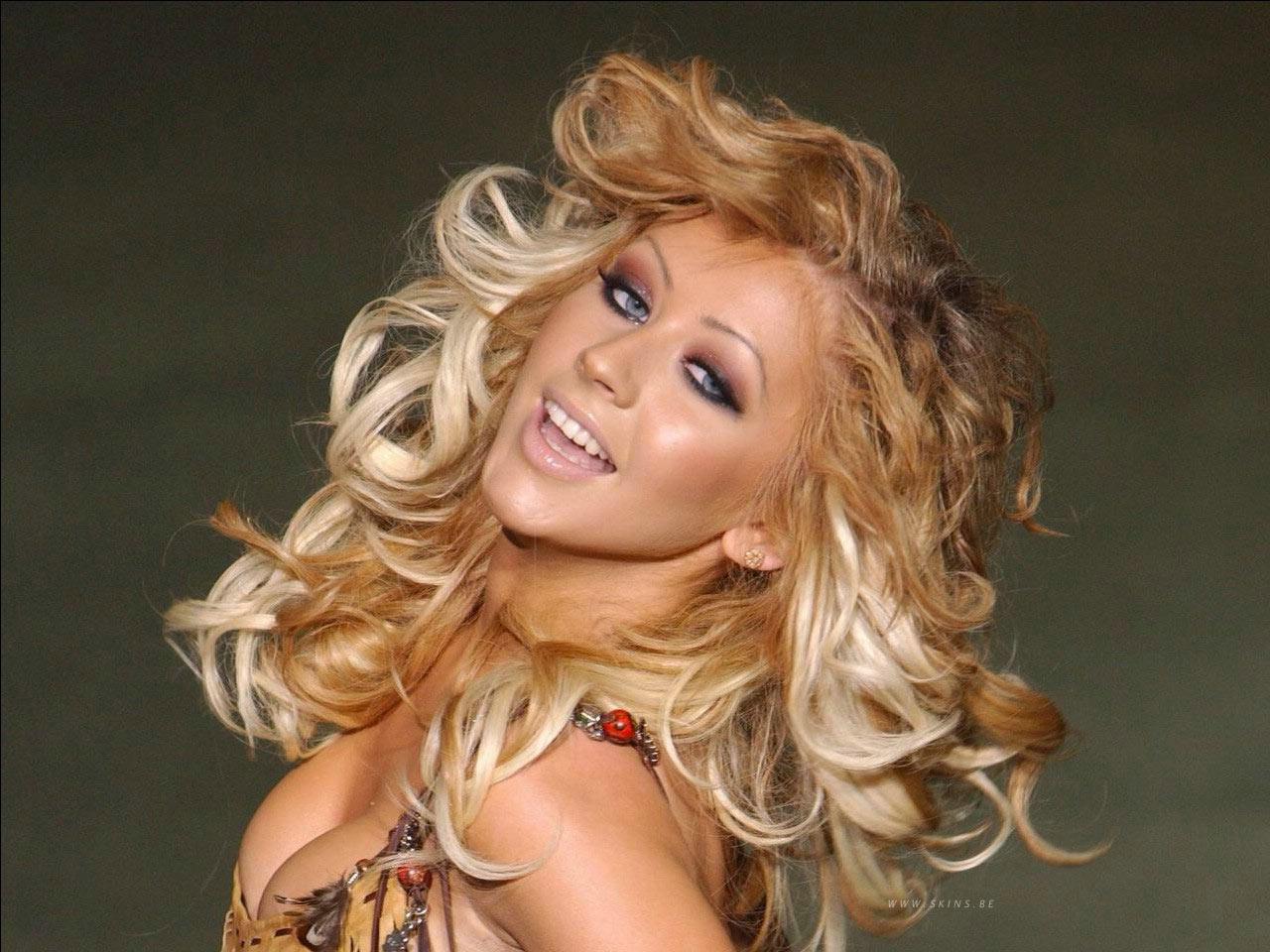 http://4.bp.blogspot.com/_ZelggTu08hA/TUO8PmjPM_I/AAAAAAAAIz8/6eW8OhFh1v8/s1600/Christina+Aguilera+%252843%2529.jpg