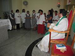 Pe. Stanley Lopes (Coordenador do Cenáculo no RN) com as religiosas, Ministros e coroinhas