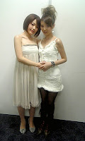 Kano Yui (left) and Hirano Aya, before the ceremony