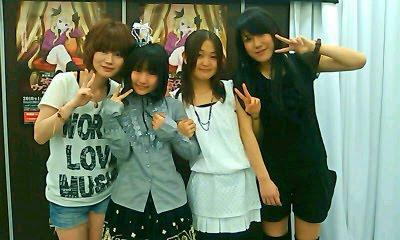ED singer hibiku [Hiisuke-chan], Ao-chan, Saitou Chiwa, OP singer Nakano Aiko [Rabuko] after final radio recording session