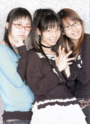 Kadowaki Mai, Itsuki Yui, and Koshimizu Ami (l-r)