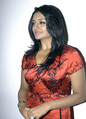 HOT ACTRESS VIMALA RAMAN PICTURES