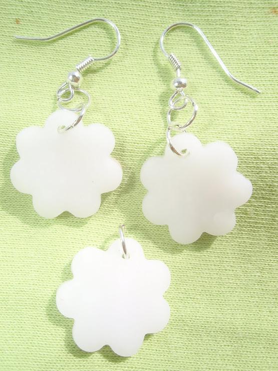 Set cercei+medalion alb transparent. Cod 041. Pret 15 ron