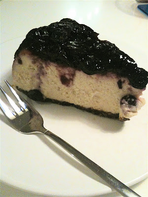 Barcomi's Mitte banana blueberry cheesecake