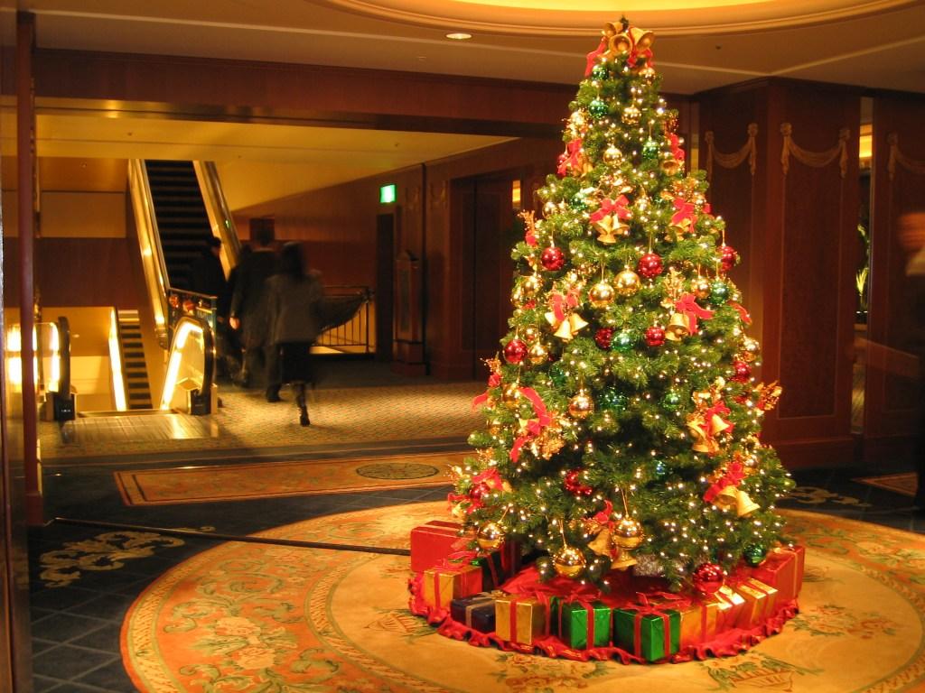 http://4.bp.blogspot.com/_ZjwWq5-99Tw/SwOaIf2h1nI/AAAAAAAAA6I/M1LWX7VSzps/s1600/Christmas_Tree_at_the_Westin_Tokyo.jpg