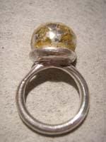 anillo fino con decoraciones en oro   Anillo fino con decoraciones en oro