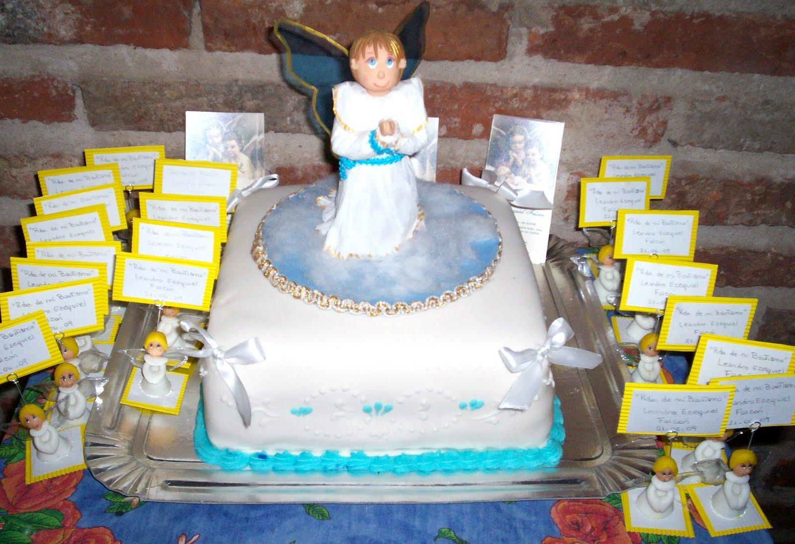 Angelito para adornar torta de bautismo y souvenirs porta mensajes.