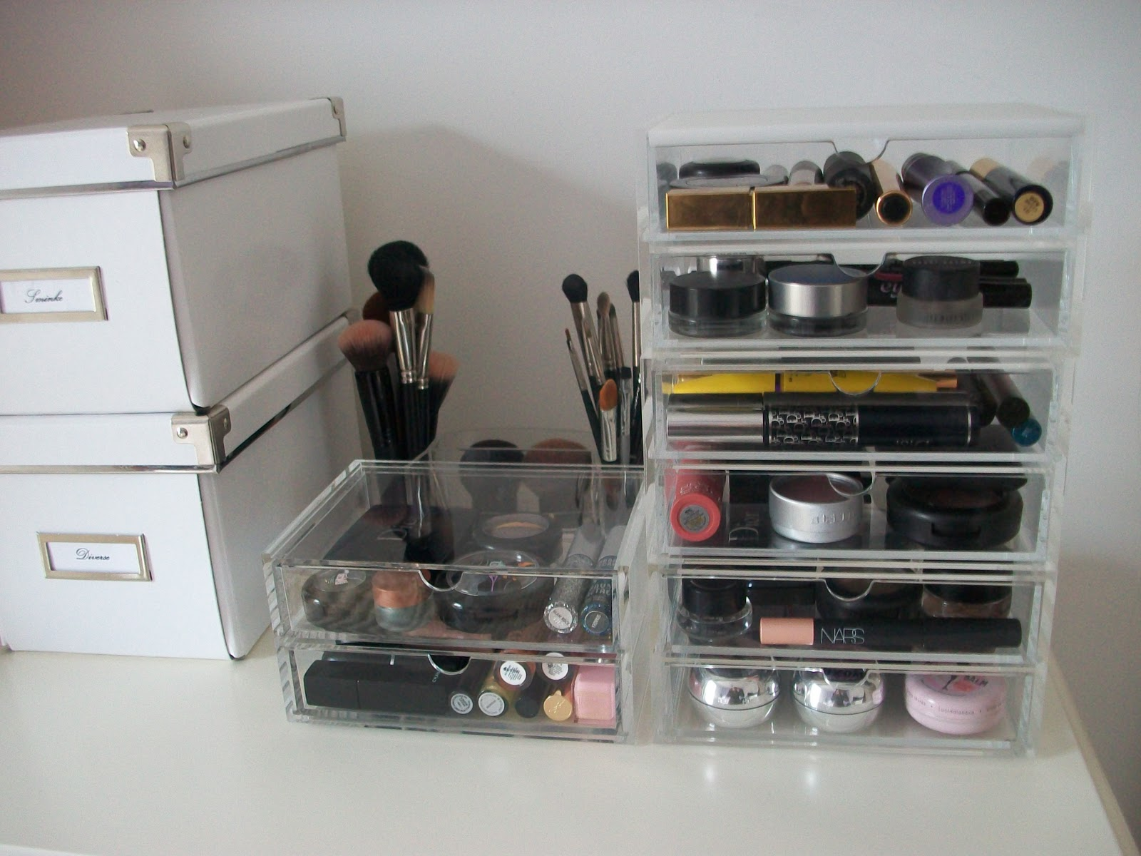 makeup kitten updated makeup storage using my new muji drawers. Black Bedroom Furniture Sets. Home Design Ideas