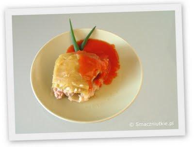 Kapusta przekładana a la gołąbki z sosem pomidorowym