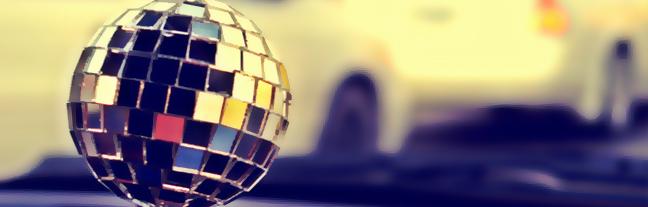 malé barevné disco