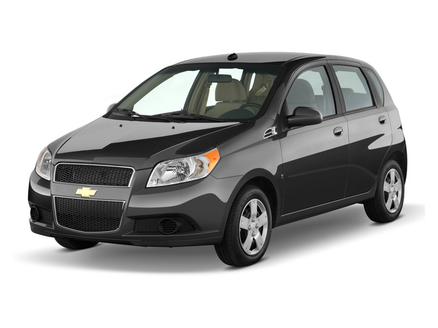 Nearly Chevrolet Aveo5 LS 2011 relieved in automobile market in India.