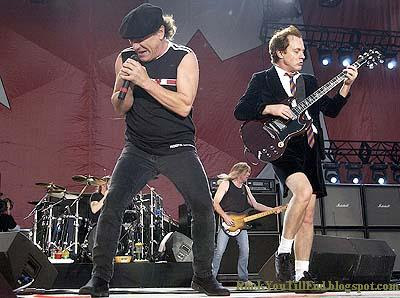AcDc Performing