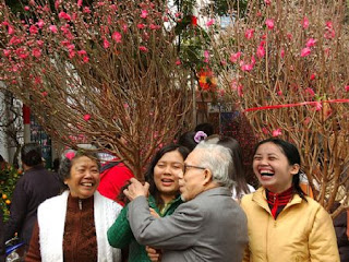 Flower market bring joy for all people in near Tet