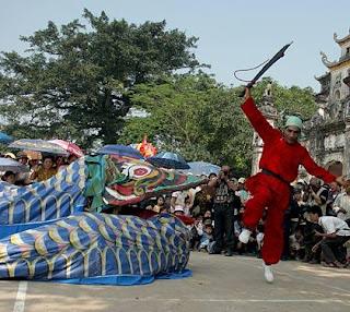 Snake festival in Le mat