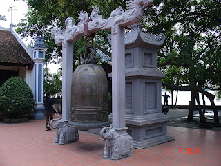 The bell in Tay Ho palace