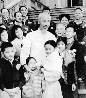 Uncle Ho with young children