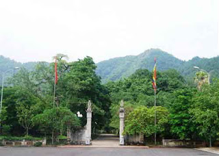 The gate come to Soc temple