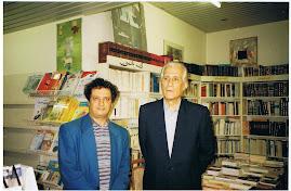 المؤلف مع الدكتور احمد طالب الإبراهيمي