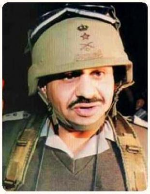 قائد الجيش السعودي الماريشال خالد بن سلطان بن عبد العزيز مرتديا زيا قتاليا