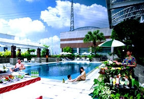 Swimming Pool of Chaophya Park Hotel Bangkok