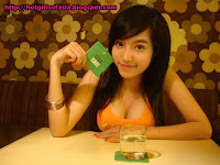 Elly Tran Ha / Elly Kim Hong / Elly Bồ Công Anh hotter than the coffee in this cafe